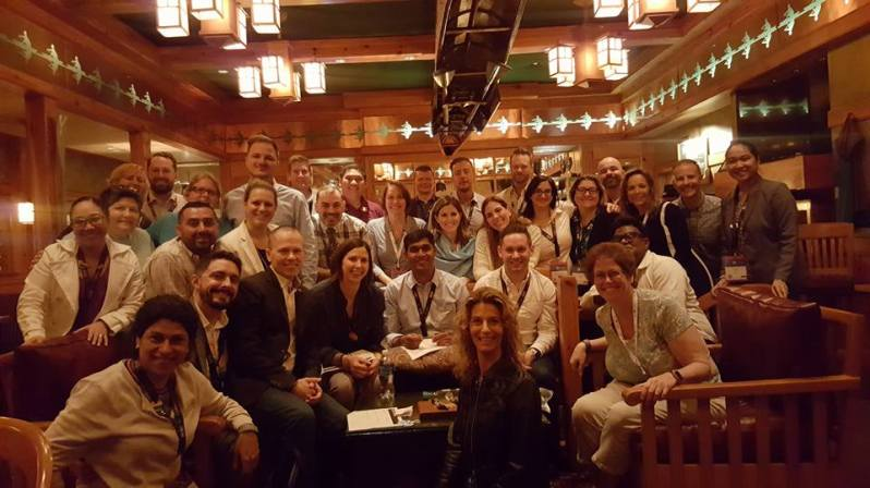 oe_leadershipsession_in_a_bar